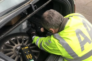 AA-fix-my-car-by-charging-the-car-battery